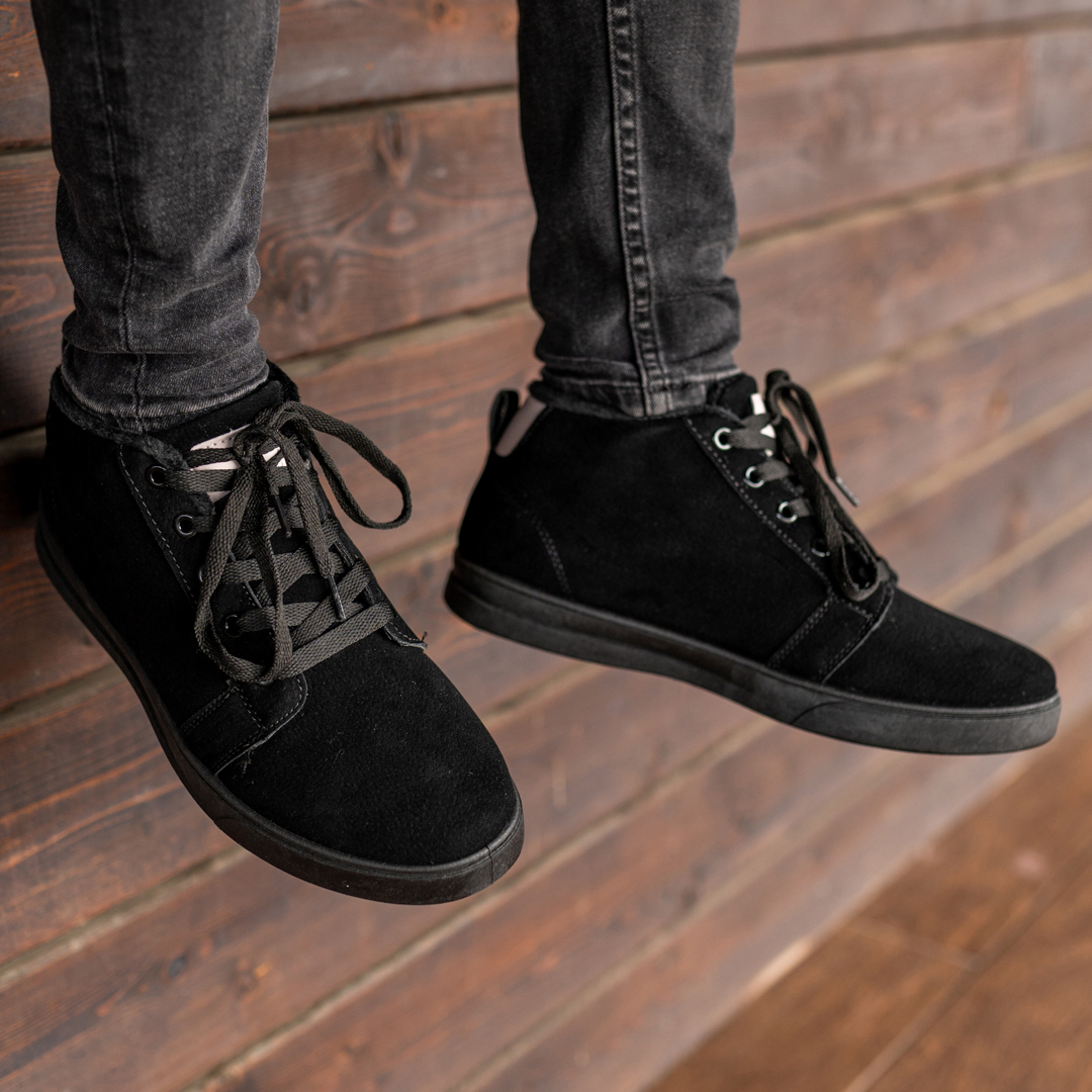 Мужские зимние ботинки на меху 1037